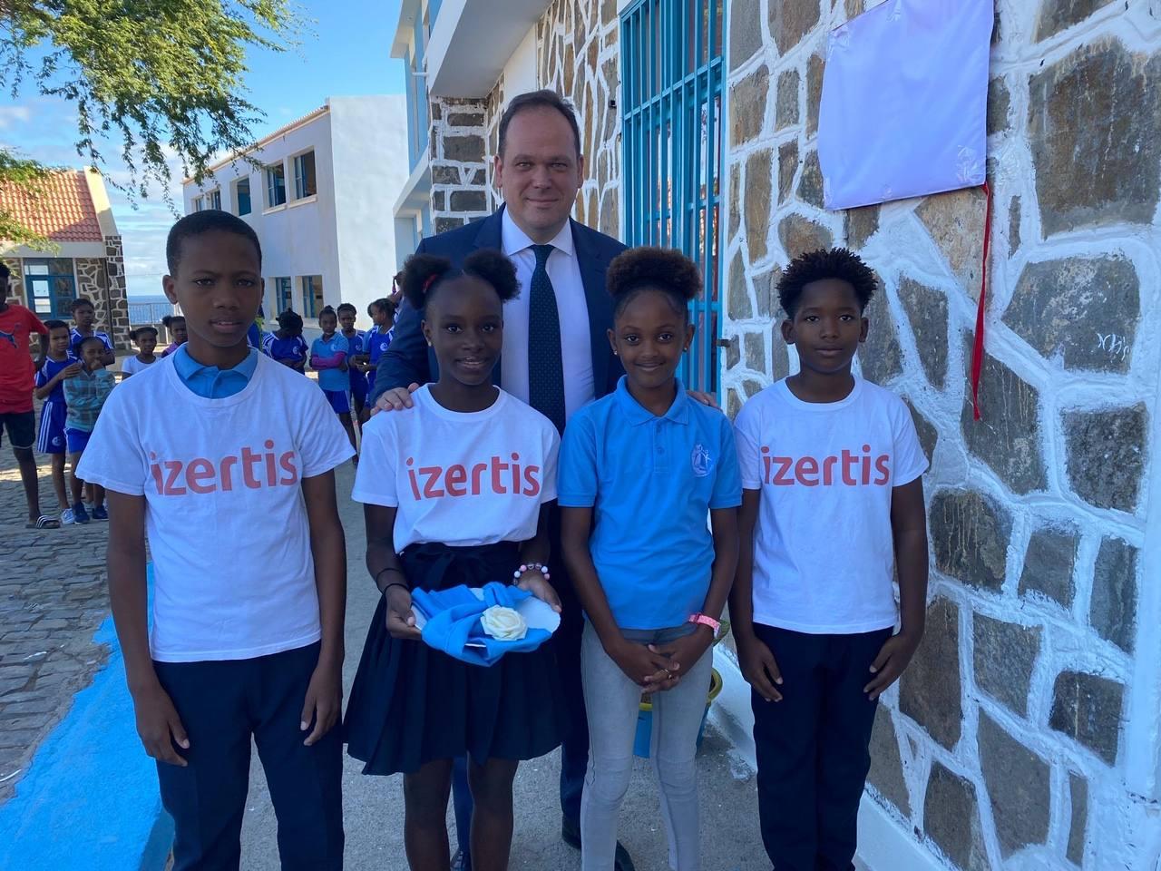 Izertis colabora en la construcción de un aula tecnológica en Cabo Verde