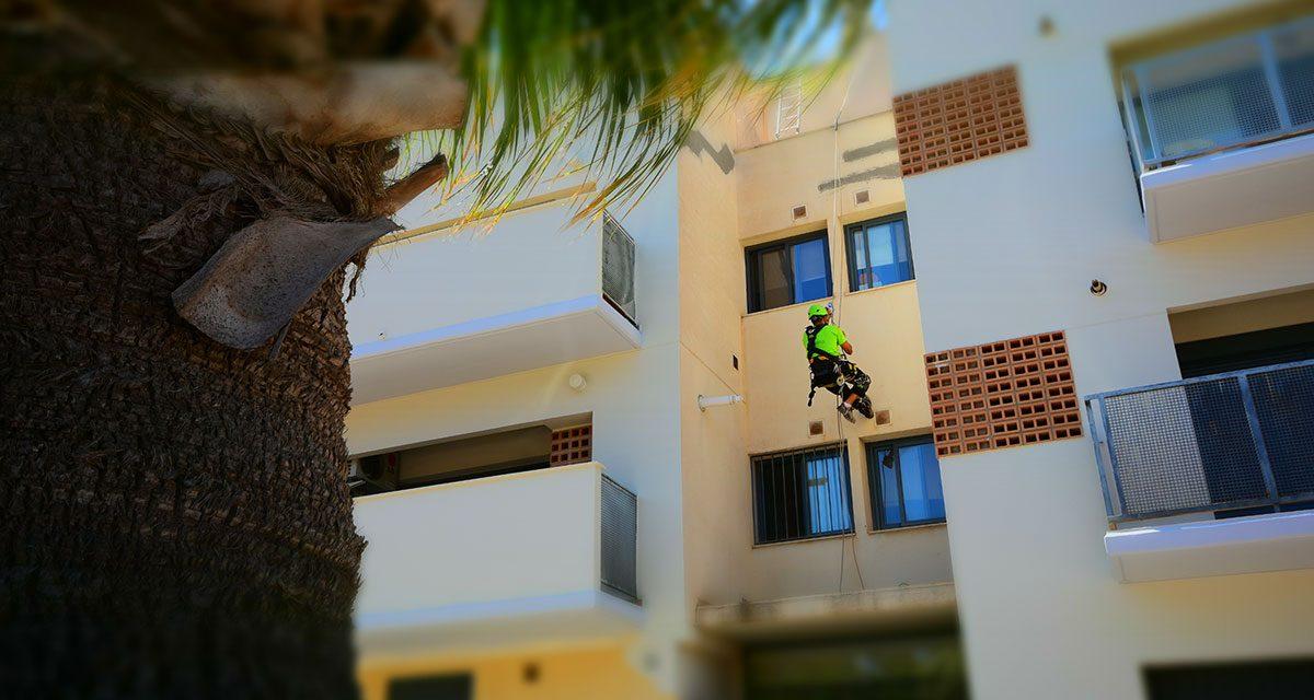 3 razones para apostar por los trabajos verticales para rehabilitar una fachada
